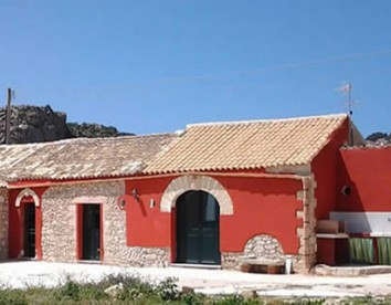 Foto2 antico casale rosso