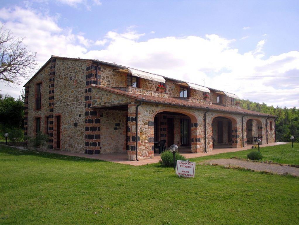 Colore esterno casa di campagna design casa creativa e for Case di campagna basse