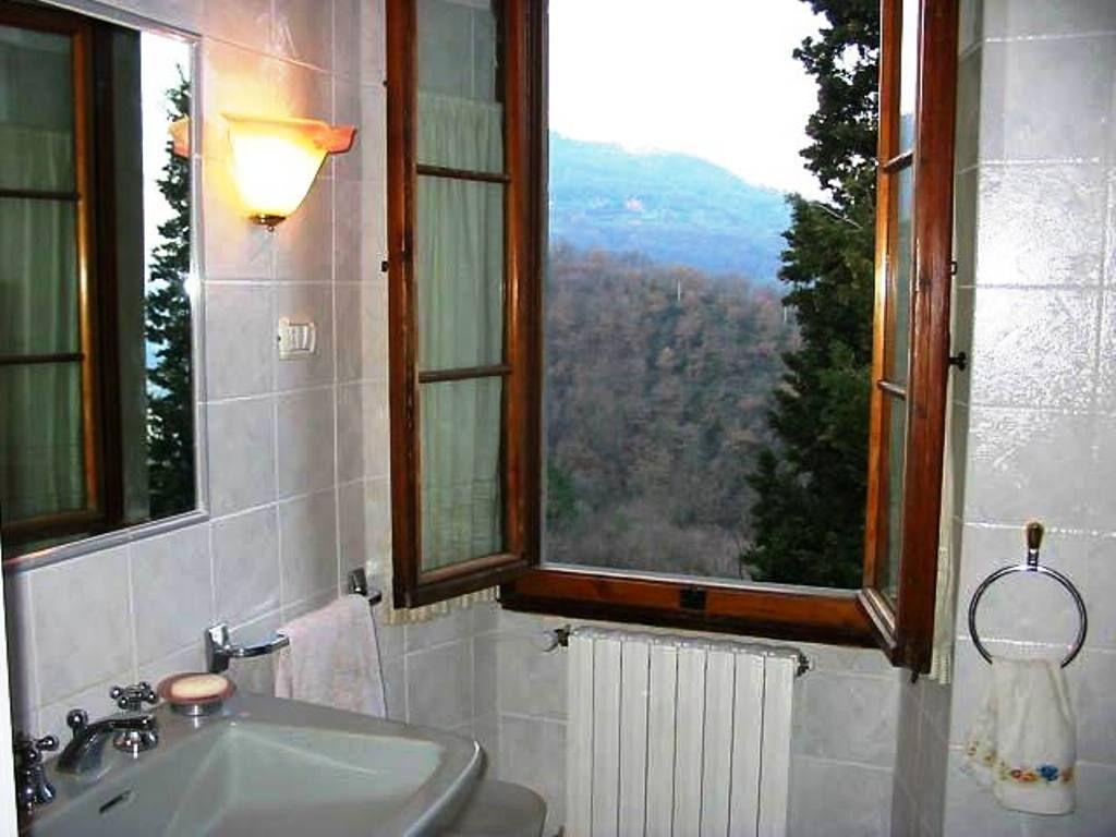 Casa vacanze in campagna la pietra grezza rignano sull 39 arno toscana - Becattini arredo bagno rignano ...
