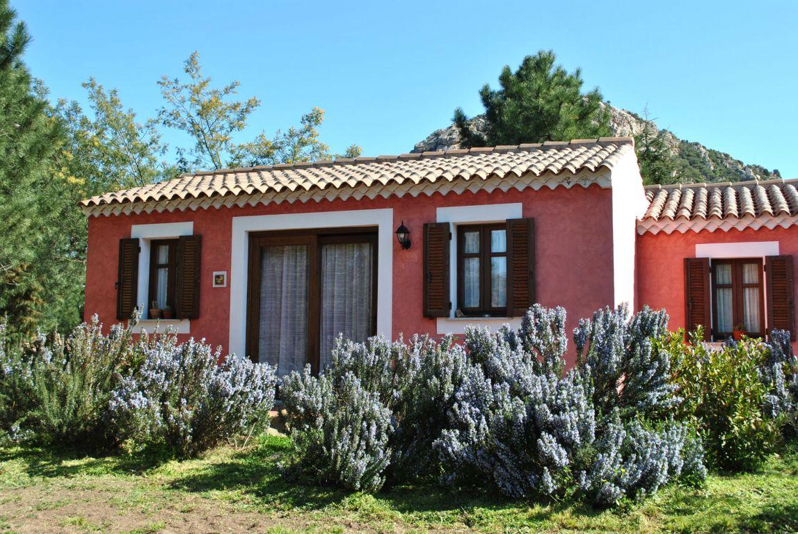 Agriturismo l 39 aglientu loiri porto san paolo sardegna - Colori per esterno casa foto ...