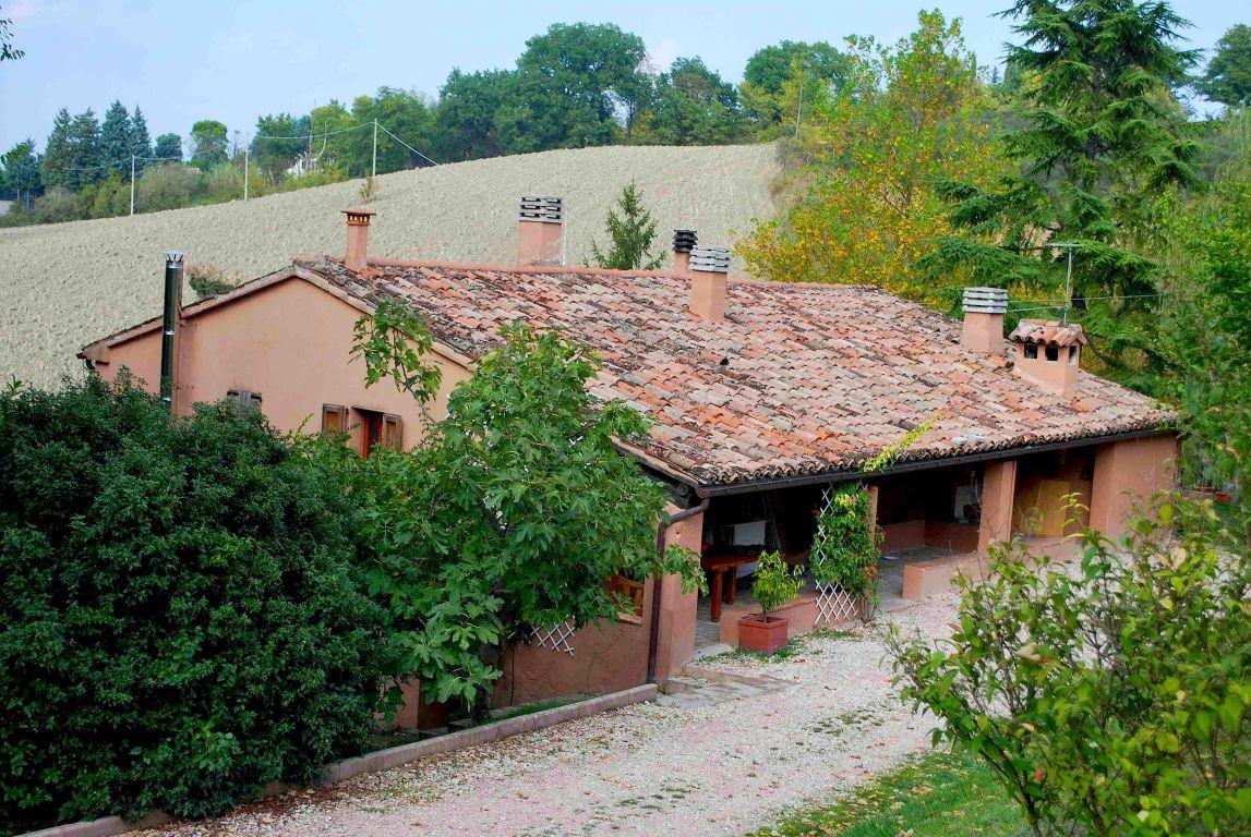 Agriturismo la casa di campagna fabriano marche for Esterno di case di campagna francesi