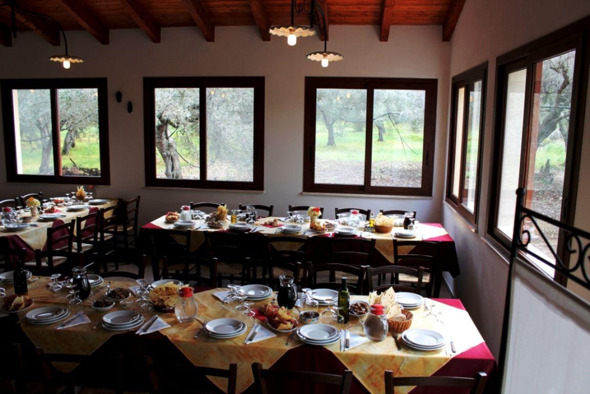 Soleminis (CA): Agriturismo Su Leunaxiu cerca cameriere di sala e addetto alle pulizie