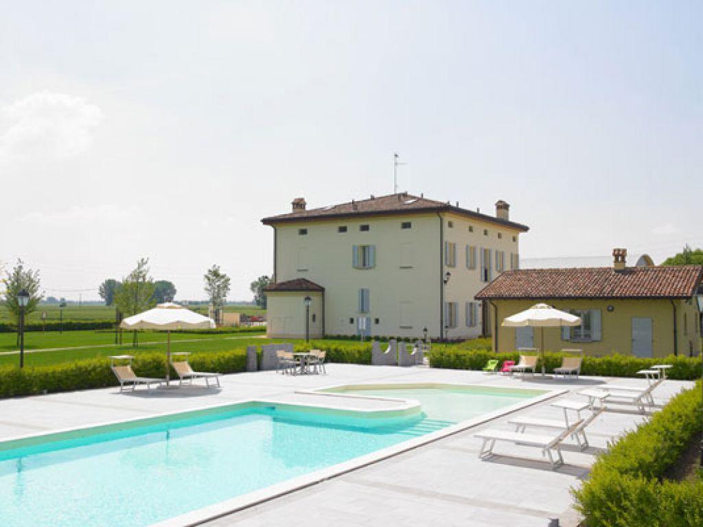 Agriturismo la budriola castello d 39 argile emilia romagna for Agriturismo asiago con piscina